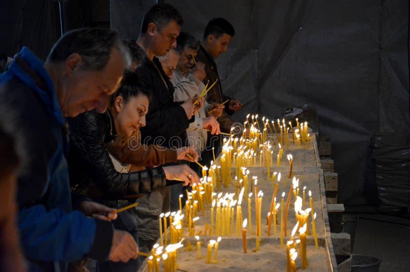 Serviço da Páscoa na catedral ortodoxo de Saint Sava em Belgrado fotografia de stock royalty free