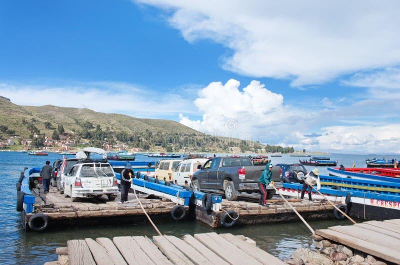Serviço de balsa no lago Titicaca, Bolívia imagens de stock