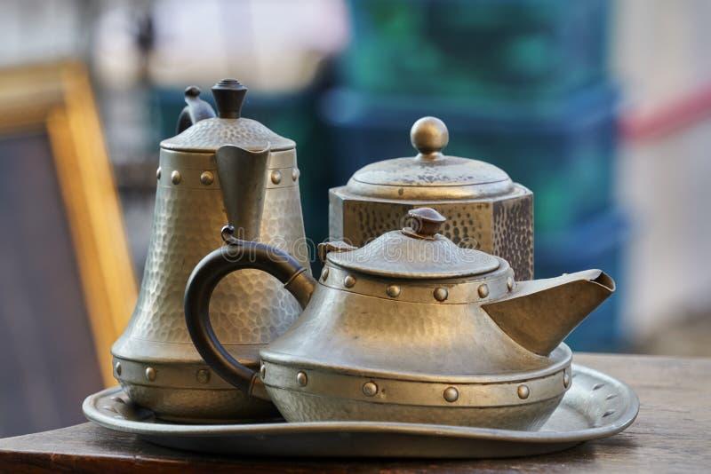 Serviço de chá elegante velho foto de stock