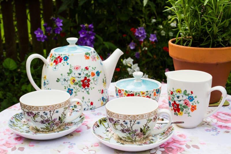 Serviço de chá floral fotografia de stock