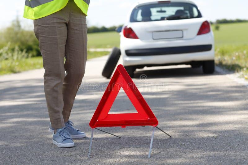 Serviço de espera do auxílio da borda da estrada imagens de stock royalty free