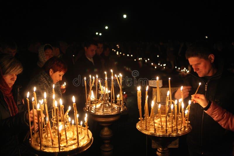Serviço de noite ortodoxo da Páscoa fotos de stock royalty free
