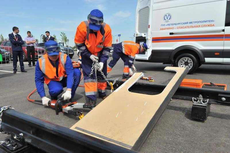 Serviço de salvamento da emergência do subterrâneo nos exercícios imagem de stock
