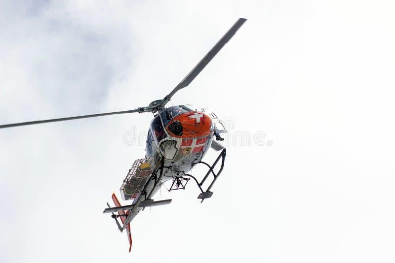 Serviço de salvamento voluntário da montanha na ação fotos de stock royalty free