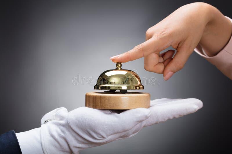 Serviço de soada Bell do cliente guardada pelo cliente foto de stock royalty free