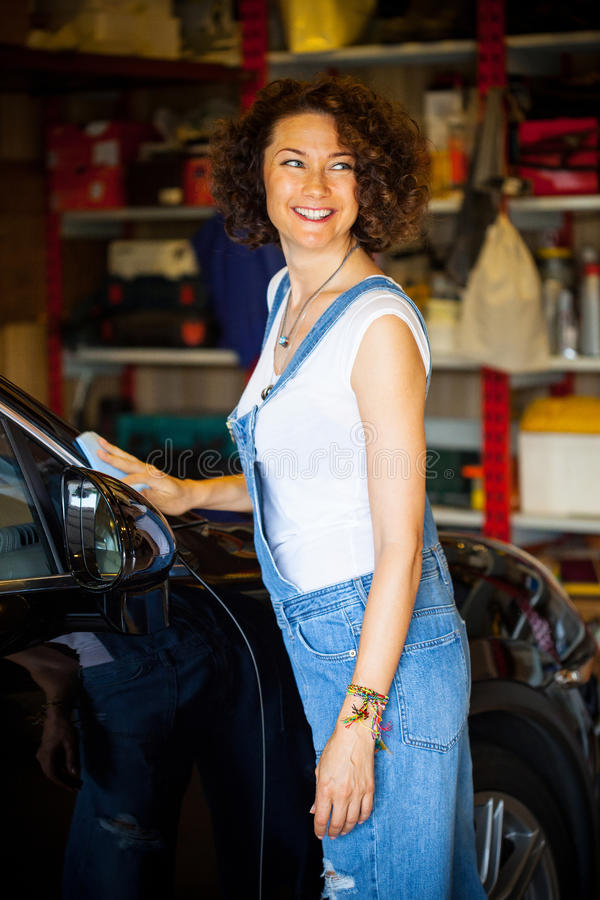 Serviço do carro automóvel de lustro antes de viajar foto de stock