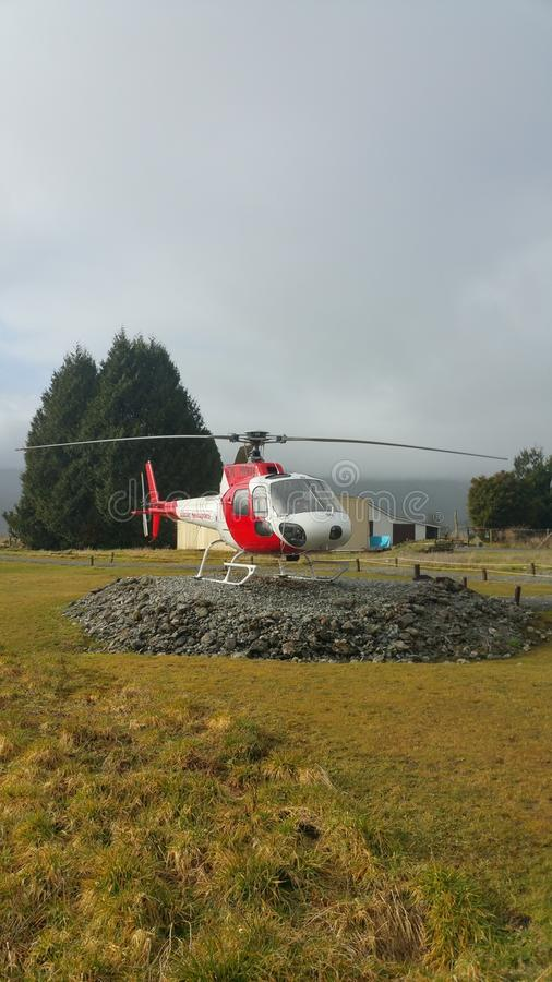 Serviço do helicóptero que opertaing na geleira do Fox fotos de stock