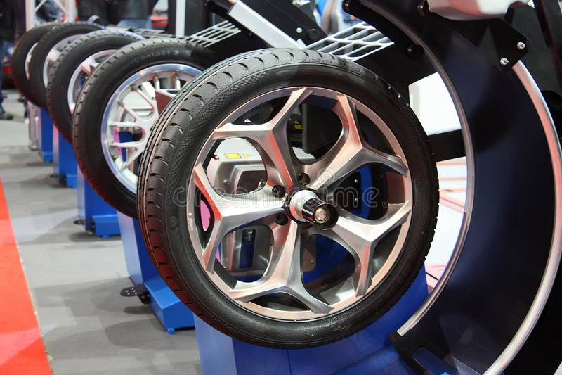 Serviço do pneu foto de stock royalty free