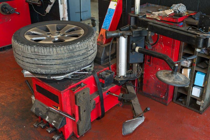 Serviço do pneu imagem de stock