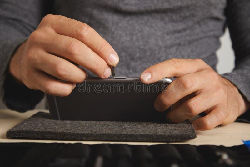 Serviço do repairment do computador e do telefone foto de stock