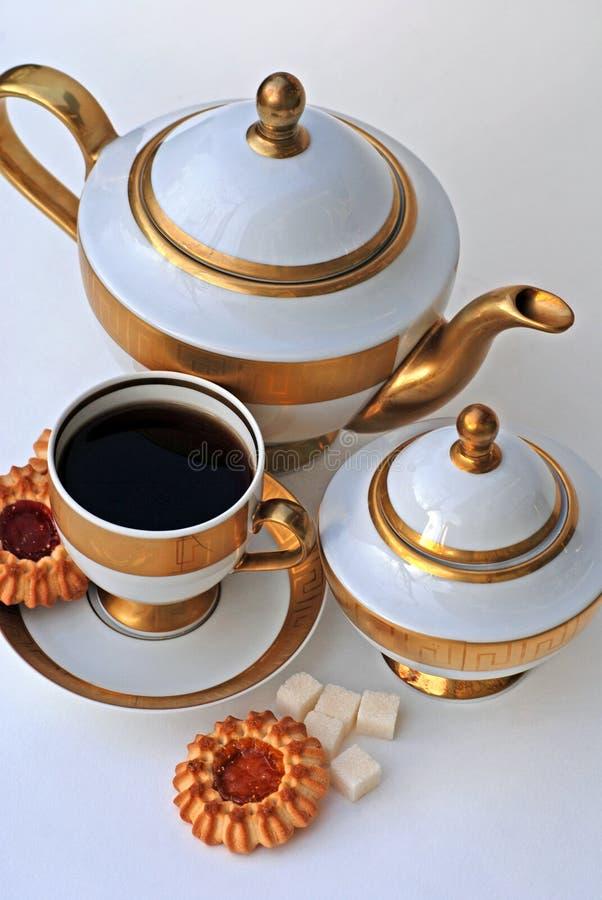 Serviço e bolinhos de chá elegante foto de stock royalty free