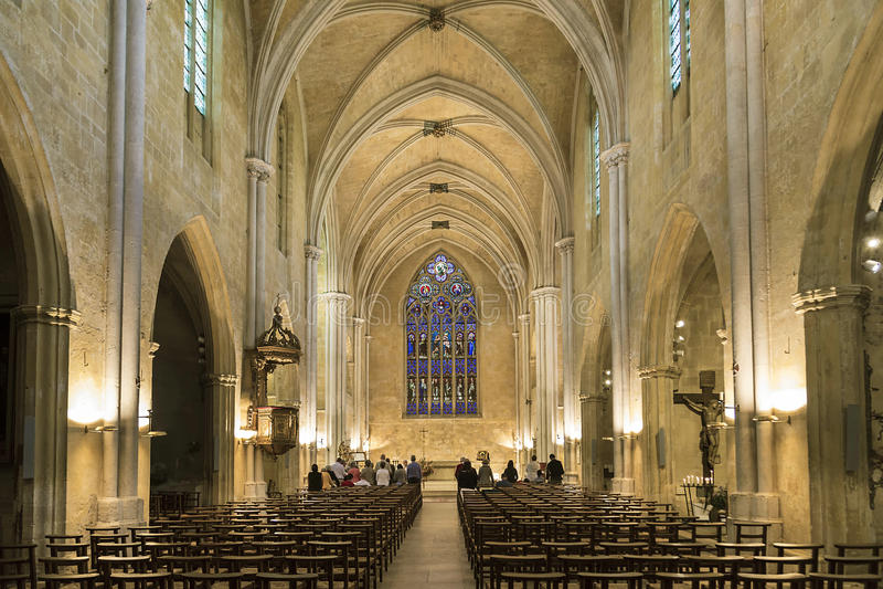 Serviço na catedral de St Jean Maltese foto de stock royalty free