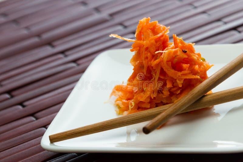 Serviço pequeno de cenouras fermentadas imagens de stock royalty free