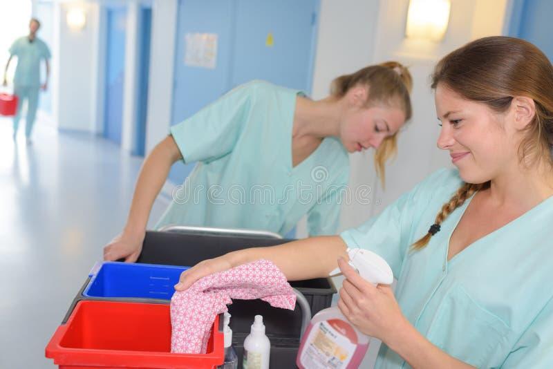 Serviços da limpeza no hospital foto de stock royalty free