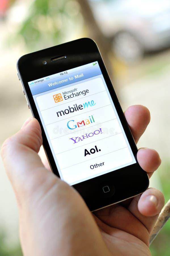 Serviços de correio electrónico globais no iphone 4S imagem de stock royalty free