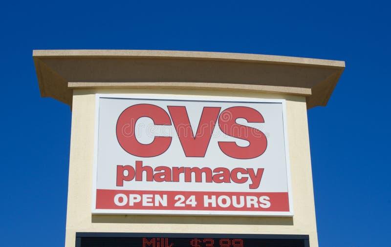 Serviços de uma farmácia da propaganda do sinal da loja de CVS fotografia de stock