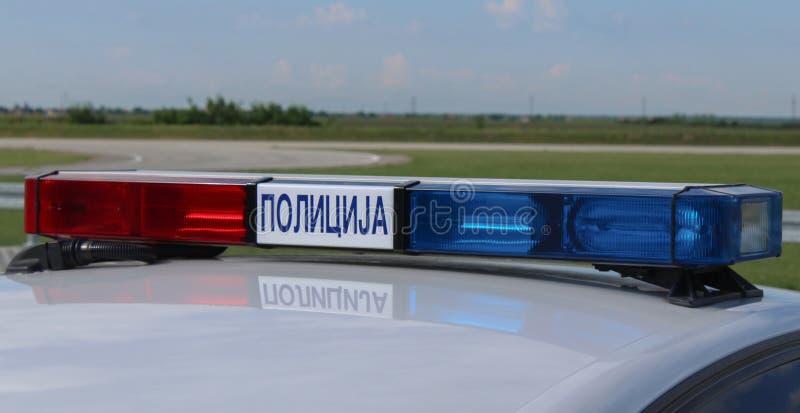 Servië; Belgrado; 5 mei, 2018; Een dichte omhooggaande mening van lichtstraal met sirene, rode en blauwe politiewagenlichten op a royalty-vrije stock foto