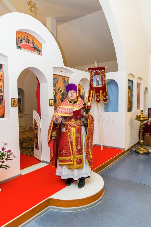 Servi?o da P?scoa na igreja ortodoxa na regi?o de Kaluga de R?ssia fotos de stock