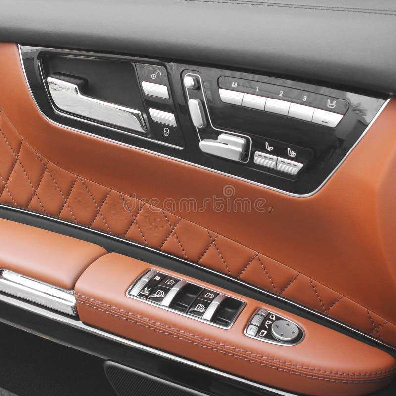 Servi?o luxuoso interior do carro Detalhes do interior do carro fotografia de stock