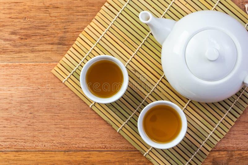Service à thé chinois blanc, vue supérieure photographie stock