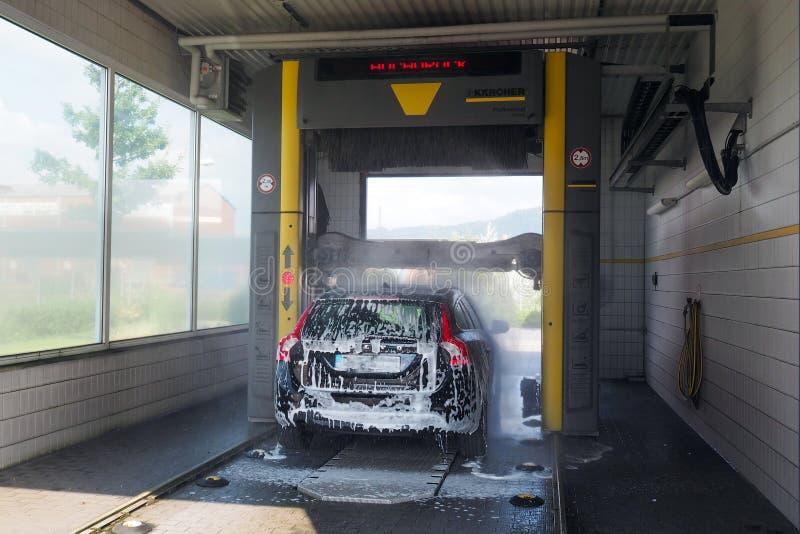 Service automatique de station de lavage dans la ville d'Offenburg, Allemagne photo stock