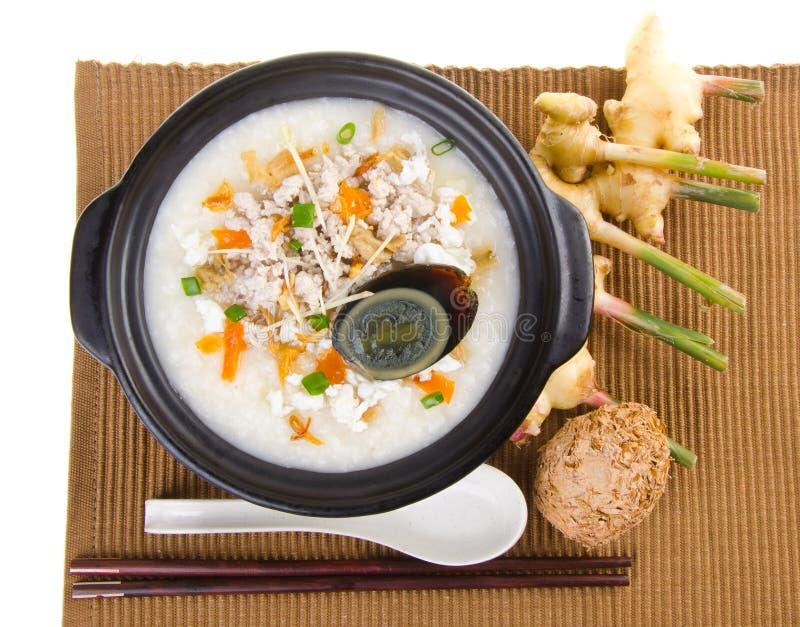 Service de gruau de riz de gruau d'oeufs et de porc de siècle de chinois traditionnel image libre de droits