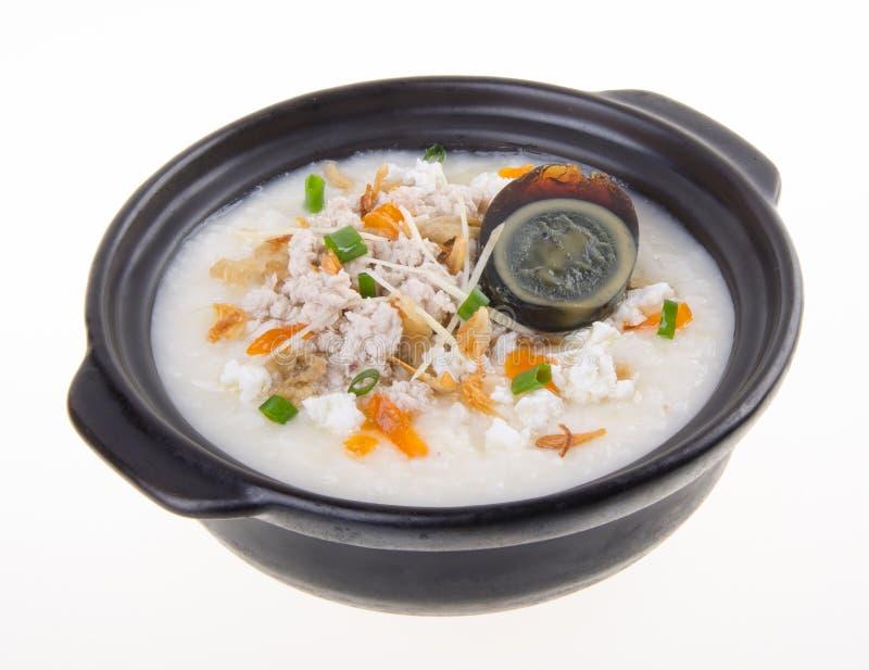 Service de gruau de riz de gruau d'oeufs et de porc de siècle de chinois traditionnel images stock