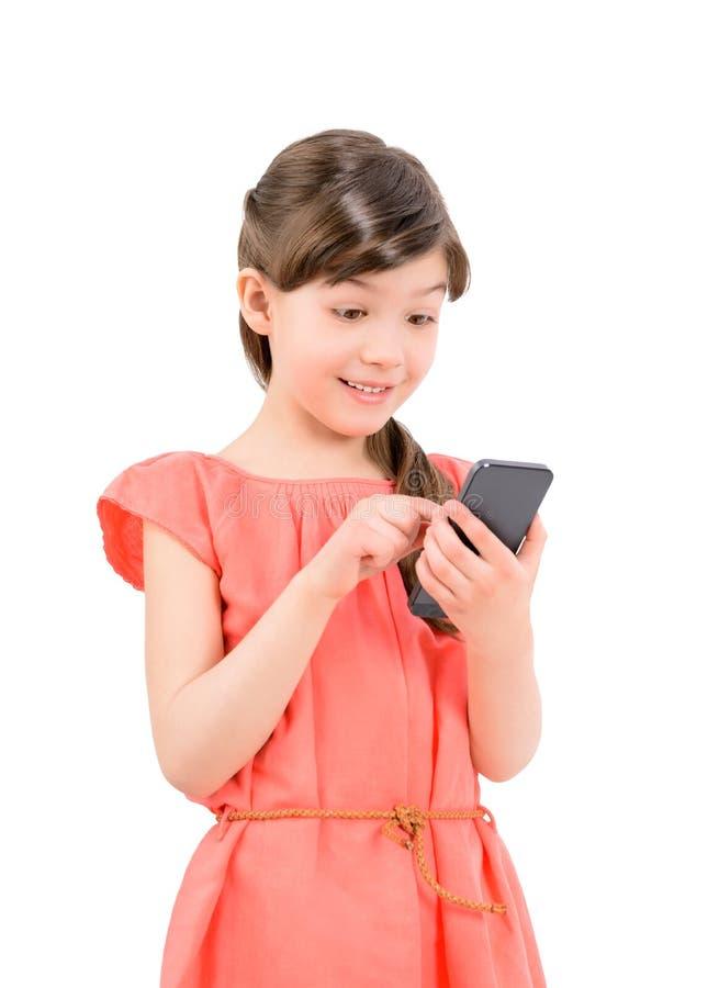 Service de mini-messages étonné de fille à son téléphone portable photos stock