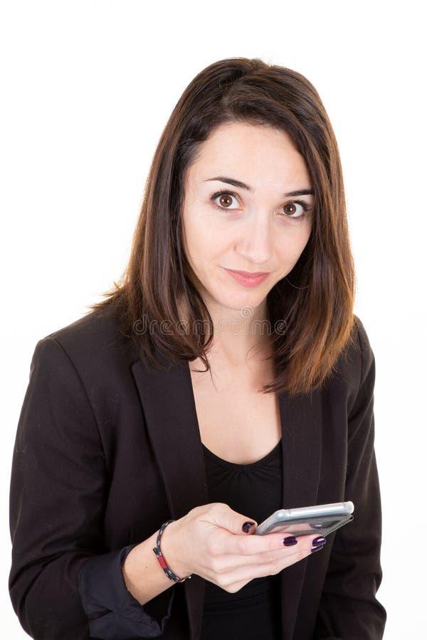Service de mini-messages de femme d'affaires de vendeuse sur le smartphone d'isolement sur le fond blanc photos stock