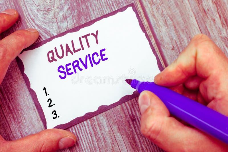 Service de qualité des textes d'écriture de Word Concept d'affaires pour à quel point le service fourni se conforme aux attentes  photo stock