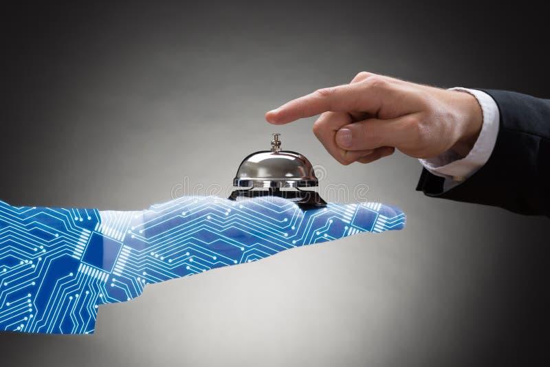 Service de sonnerie Bell tenue par la main humaine produite par Digital photos libres de droits