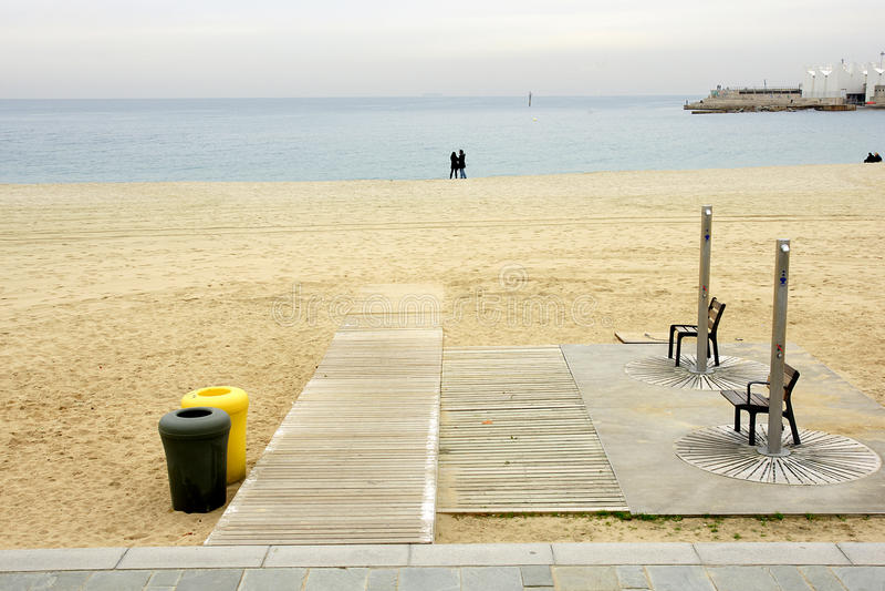 Service duschar på stranden fotografering för bildbyråer