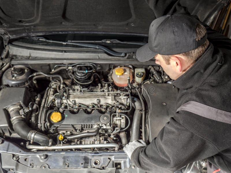 service för utbyte för bunkebilelevator lyftolja arkivfoton