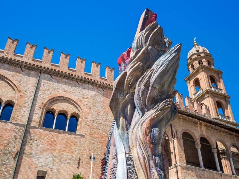 service informatique de Faenza : Piazza del Popolo, palais médiéval, cathédrale, la céramique artistique images stock