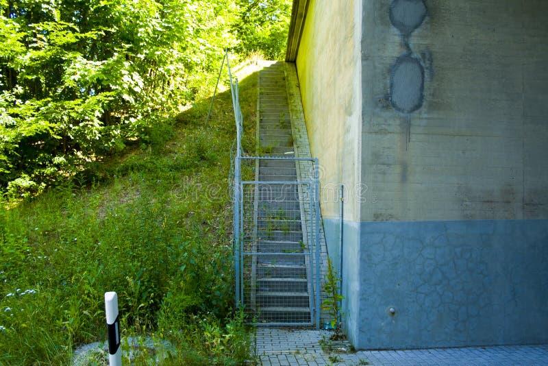 Service verrouillé Access d'un pont en autoroute à l'A7 en Bavière, Allemagne photos libres de droits