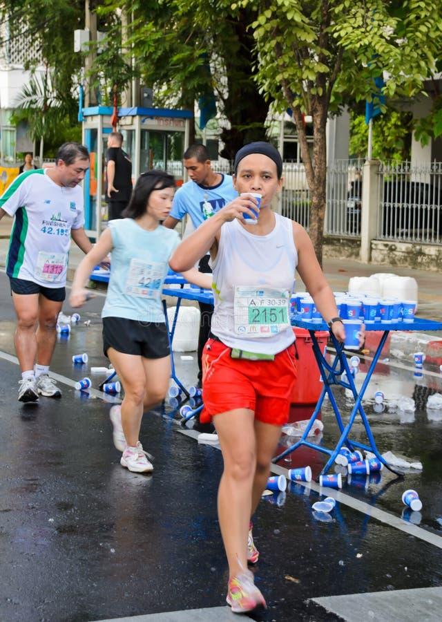Servicepunkt för maratonlöpare royaltyfri bild
