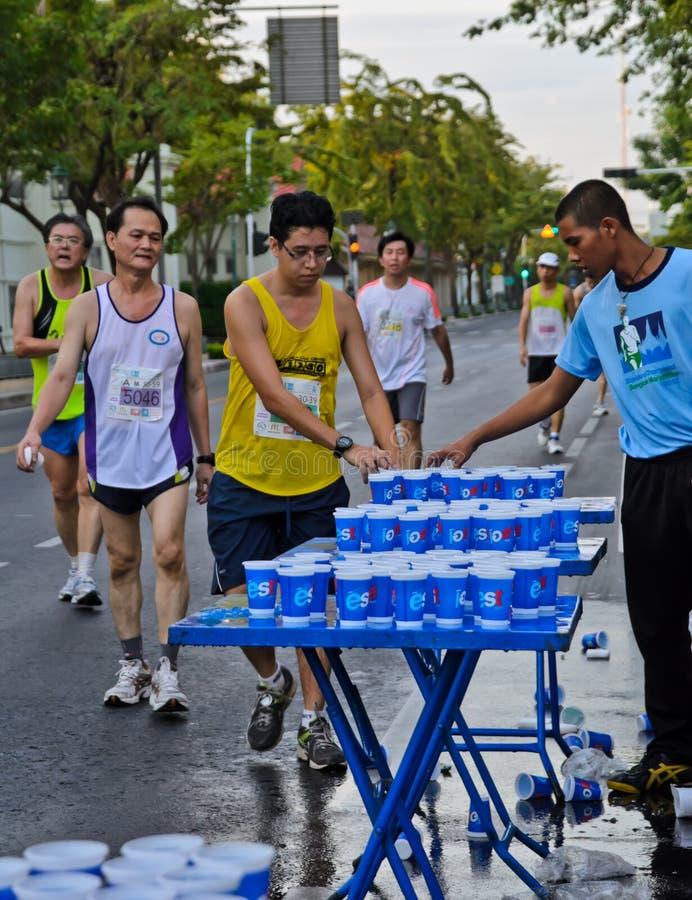 Servicepunkt för maratonlöpare royaltyfria foton