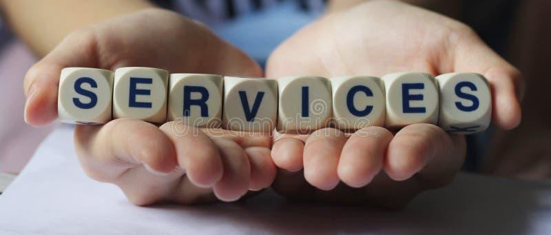 Services dans des nos mains images libres de droits