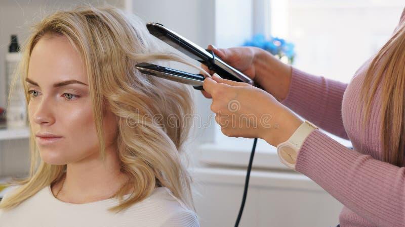 Services de coiffure photographie stock libre de droits