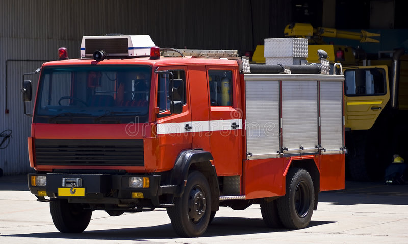 services de firetruck de secours de base aérienne photo stock