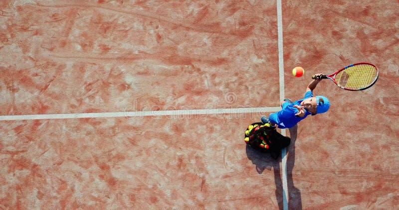 Servicio aéreo del tenis imagen de archivo libre de regalías