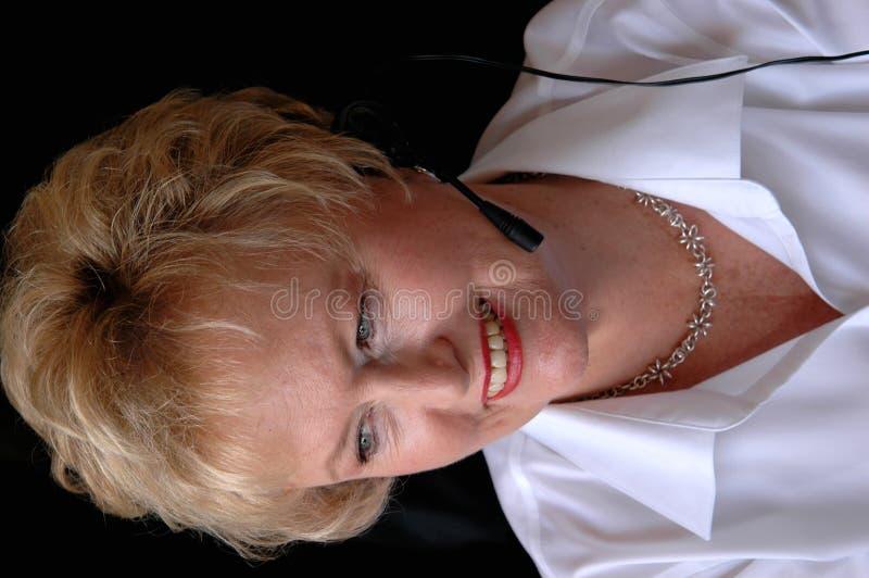 Servicio de atención al cliente mayor de la mujer foto de archivo libre de regalías
