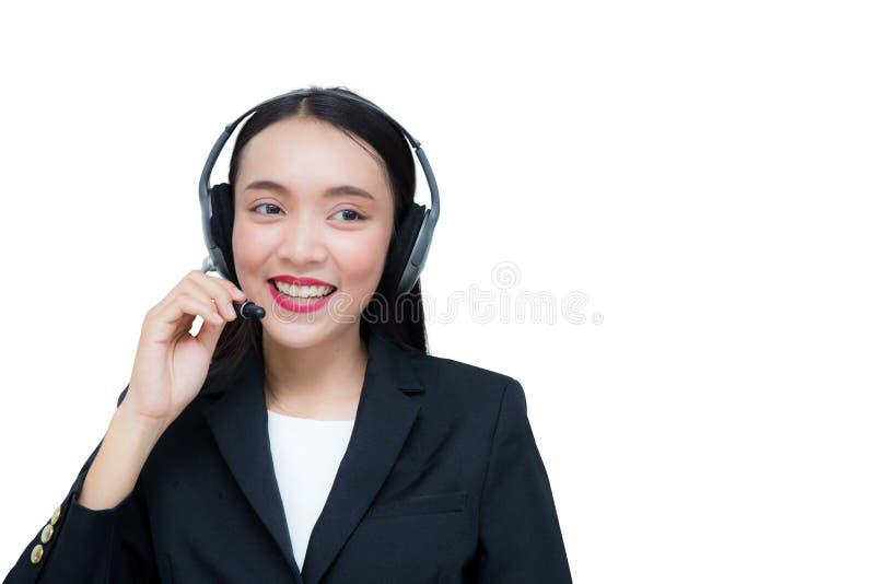 Servicio de atención al cliente sonriente de la mujer asiática hermosa que habla en las auriculares imágenes de archivo libres de regalías