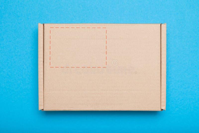 Servicio de entrega del mensajero, paquete del paquete Buz?n postal Copie el espacio para el texto fotos de archivo