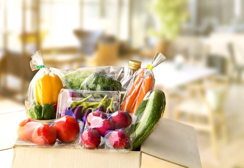Servicio de entrega de la comida: Orden en línea vegetal f de la entrega en casa imagenes de archivo