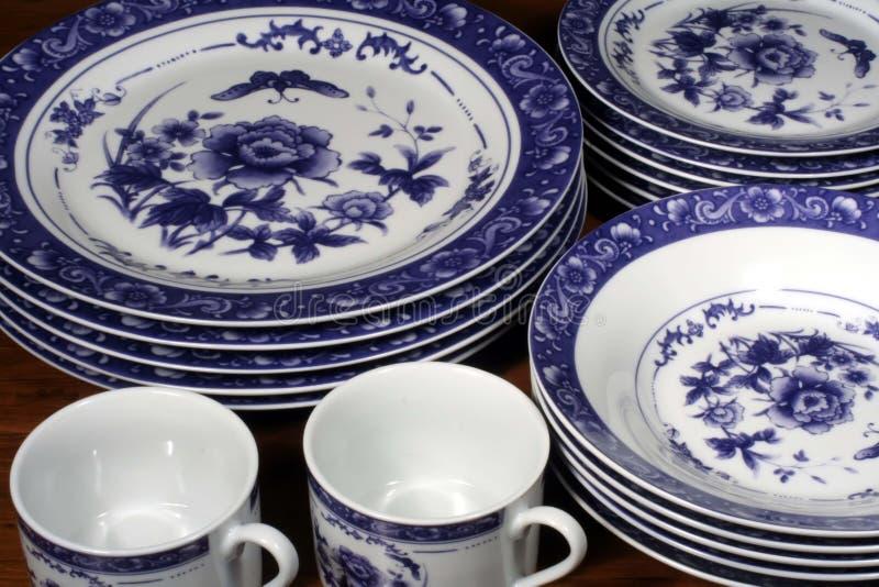 Servicio de mesa azul y blanco fotografía de archivo libre de regalías