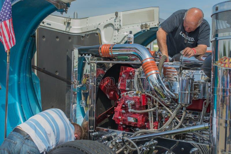 Download Servicio del camión fotografía editorial. Imagen de motor - 41902982