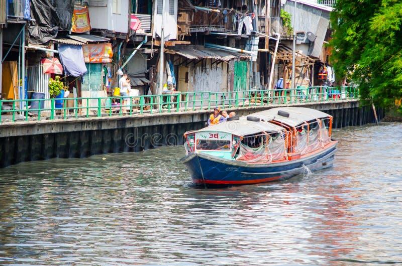 Servicio público del barco en el canal de Sansab imagen de archivo libre de regalías
