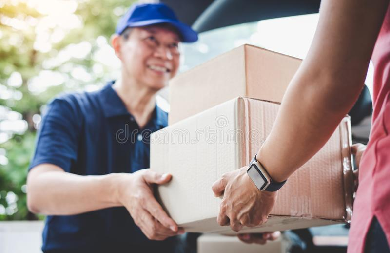 Servicio y mente de trabajo del servicio, cliente h del servicio a domicilio de la mujer imagen de archivo