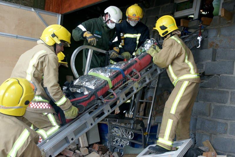 Servicios de emergencia en el hundimiento del edificio fotografía de archivo libre de regalías